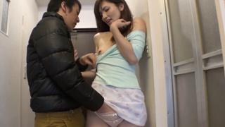 [無碼內射!]隔壁人妻喜歡在倒垃圾露乳溝 那就讓他露個夠!