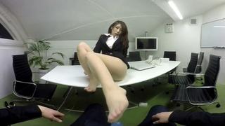 日本VR成人 OL篠田步美幫你口交、足交、打飛機