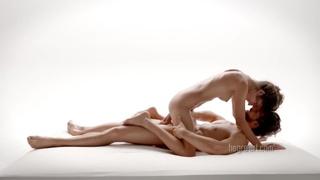 歐美愛情文藝動作片~性愛按摩也能那麼藝術