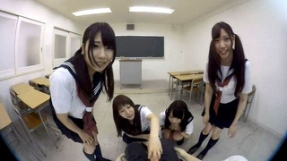 [VR] 日本VR成人 4位學生妹在課室幫你打飛機