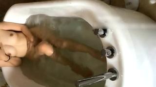 [本土有聲]在浴缸和偷情的少婦調情,她講話也太淫蕩了吧!