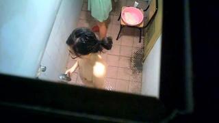 半夜睡不着 偷窺兩個氣質女大學生洗澡聽她倆聊天 國語