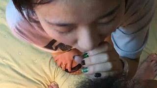 [幼齒一鮑!!]吃小女孩三部驟~ 舔一舔 ~ 喘一喘 ~最後小穴都用白精泡一泡!!