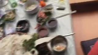 【線上看影片】韓國騷貨穿上露逼絲襪大膽在戶外淫蕩 逼逼水好多!