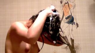 【線上看影片】藝校美乳翹奶子嫩妹子浴室脫衣唱歌洗澡自拍 這歌聲把我耳朵強奸了!