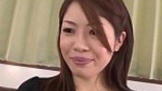 日本のプレイガールはディルドに乗る