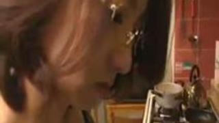 【高橋美緒】高橋美緒 むっちりボイン乳房メガネ娘妻がおち○ぽを乳交プレイ!!