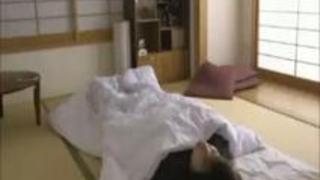 【フェラチオ】寝起きの彼女が即座にフェラ!?主観目線で…
