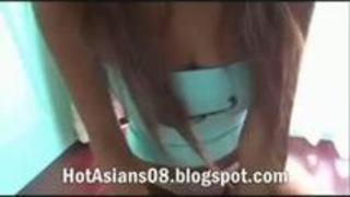 ガングロで金髪な巨乳ギャルのたわわなおっぱい拝めるイメージビデオ