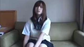 タレントオーディションと騙されてハメ撮りされちゃった制服美少女。