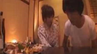 麻美ゆまが温泉宿でお酒でテンションが上がってとてもエロくなった、でも後半ちょっとウザい動画