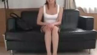 美脚美人若妻がバイト感覚でオナニー鑑賞興奮したオナニー男にパンツを脱がされ悪戯からぶっかけられる!