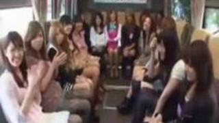 全国から素人美少女を集めてバスの中で繰り広げられるハーレム乱交ファン感謝祭!! 加藤リナ