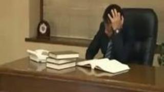 【エロ動画】仕事欲しいだろ!?面接中にワンマン社長の絶倫チンチンをふぇらちおチオする求職中の熟女