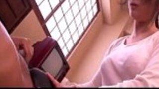 日本の秘書は、彼女の黒い上司のためにフェラチオを行います -  http://javhd.eu