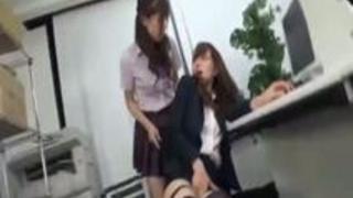 教え子可愛いJKに熱々レズ奉仕する変態美人でセクシーな女教師動画