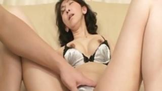 篠塚真子:彼女の中にハードコックを挿入している日本人の恋人