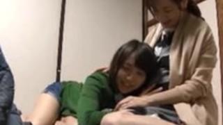 【女子校生手マン】巨乳の女子校生JKの、クンニsex正常位エロ動画。