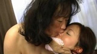 レズビアン:還暦六十路熟女の強烈レズプレイ