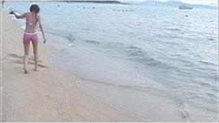 【今野梨乃】青い海を背景にピンク色の舌を混じり合わせるカップルが羨ましいw