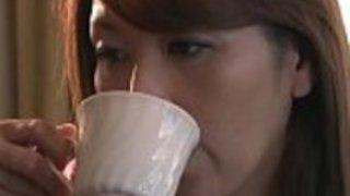 翔田千里「オバサンの体でこんなに勃ってるの?」豊満ボディで甥を誘惑した熟女がセックスで快楽に溺れる…