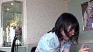 かわいいいたずらな女の子は、カムでコックを吸う -  faphotcam.comでもっと見る