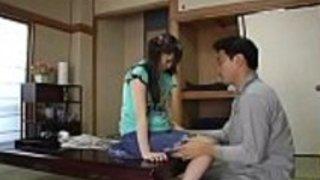 巨乳の愛娘にチ○ポの味と中出しの気持ち良さを教え込む外道父親|イクイクXVIDEOS日本人無料エロ動画まとめ
