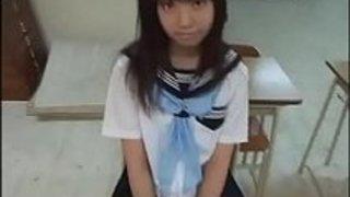 制服姿の美少女吹石恵が放課後の教室でこっそりローターオナニー!