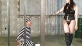 MLDO-139囚人は女性ガードによって支配されている