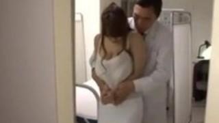 【熟女乳揉み】美人なHな巨乳の熟女女教師の乳揉みパイズリセックスプレイエロ動画!【pornhub動画】