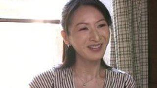 エロいおばさん熟女がセクシー・ランジェリーで誘惑…そしてペッティングが開始されるのです素人 イクイク日本人エロ動画まとめ