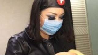 我的女朋友是个护士。