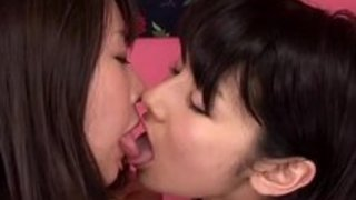 【菅野紗世】黒髪美少女が女のツボを知り尽くしたレズビアン痴女の隠語指マンで悶えちゃってる