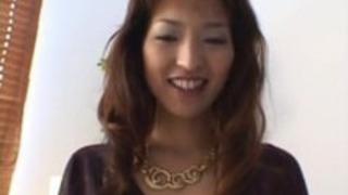 京子泉はセクシーなアジアの熟女は、彼女の猫が露出してマスターベーションを取得します