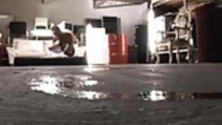 セクシーなアジアのベイビー朝日三浦毛深いオマンコ露出してDRIを取得します