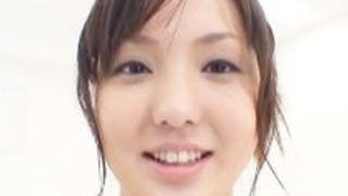 日本のティーンは、口フィニッシュで完璧な口内でファンタスティックフェラチオを与えます