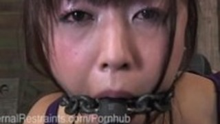 メタルボンデージ日本のポルノスターまりか