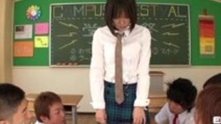 Erito-女子高生は、彼女の口頭発表を提供します
