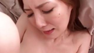 日本の熟女秘書が突っ込んだとfacializedされている