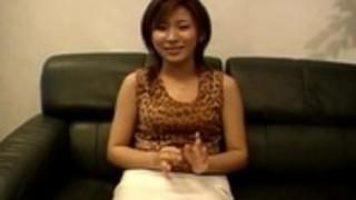熟女志津は、生のソロで驚かせる