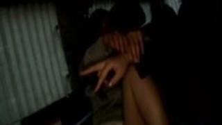巨乳ティーンは、車の中で年長の女の子擦ら彼女のニャンニャン指を触れ乳の取得