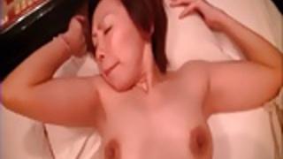無修正日本のMILFポルノ - 日本のセクシーな成熟した女