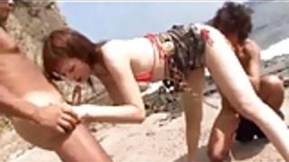 ビーチの日本人三人組