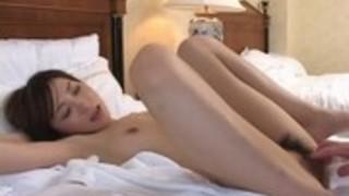 伊沢千夏の肉ビラを大きく広げて膣内鑑賞!無修正動画