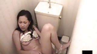 トイレルーム日本の女の子オナニー