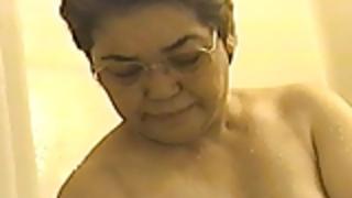 【素人】マニア限定!高齢熟女のシャワーシーン・・・♪
