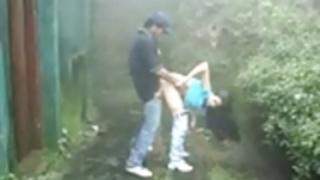 屋外の公共の性交雨サック
