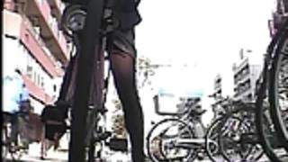自転車パンティー完全露出を実行する
