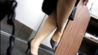 率直なセクシーな脚