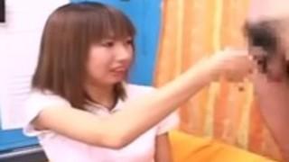 日本のCFNM日本人の女の子が、